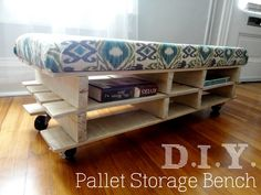 Tables Pallet DIY:: Pallet Storage Bench - Although we have a lot more square footage in our new house than we did in our apartment, all of the spaces are pretty small. Because of this, multifunctional furniture really comes in handy! Pallet Bench Diy, Pallet Storage, Bench With Storage, Pallet Tables, Tiny House Furniture, Home Furniture, Furniture Design, Furniture Vintage, Furniture Storage