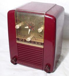 Cranberry Bakelite Clock Tube Radio