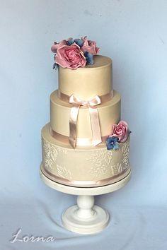 Krásna svadobná torta. Autorka: Lorna - Tortyodmamy.sk