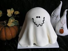 Boo!  Check out these ghost recipes. From breakfast to snack todinner; from drink todessert. Which ghosts are invited to your Halloween pa...
