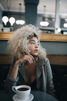 "kassalaholdsclaw: "" coffee date photo by @joshuaabelsphotography Ig @kassalaholdsclaw """
