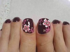 8 Diseños de Uñas Color Negro con Flores - ε Diseños e Ideas originales para Decorar tus Uñas з Flower Pedicure Designs, Toenail Art Designs, Fingernail Designs, Toe Nail Color, Toe Nail Art, Nail Colors, Pretty Toe Nails, Cute Toe Nails, Pedicure Nail Art