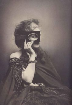 ...and surreal photos. | 25 Stunning Photographs Of Countess De Castiglione