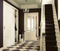 Lars schuifdeuren in hoogglans wit met Vintage deurgreep. Deur Willemijn met glas in lood Contour.
