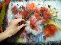 did not translate, but this site does have a clear tutorial for a cute kitty Loom Flowers, Felt Flowers Patterns, Felt Wall Hanging, Felt Pictures, Needle Felting Tutorials, Wool Art, Felt Decorations, Needle Felted Animals, Nuno Felting
