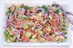 Fotballfrue - avocado, meat and peanuts salad