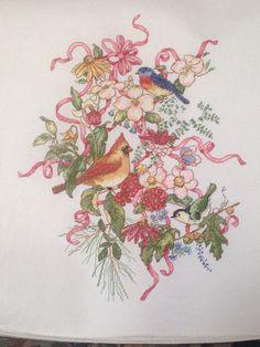 Bordado floral con pájaros