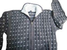 Graue Herren Rollkragen #Strickjacke aus warmer original peruanischer #Alpakawolle gestrickt. Mit 2 Außentaschen und Reißverschluss.