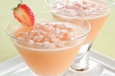Strawberry Kiwi Mock Margarita recipe-- Not too too sweet but strawberry and kiwi is a tasty delight in a drink to cool you down! Mock Strawberry, Strawberry Margarita, Kraft Recipes, Ww Recipes, Drink Recipes, Mexican Recipes, Cocktail Recipes, Refreshing Drinks, Yummy Drinks