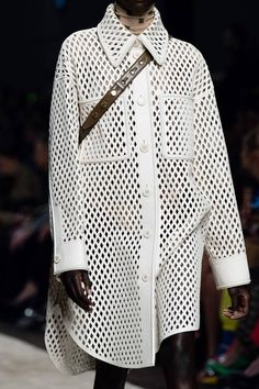 Fendi Fall 2019 Ready-to-Wear Fashion Show Details: See detail photos for Fendi Fall 2019 Ready-to-Wear collection. Look 62 Fashion Details, Love Fashion, Runway Fashion, High Fashion, Fashion Show, Autumn Fashion, Womens Fashion, Fashion Tips, Fashion Design