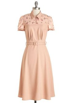 Choosing the best dresses for short women. Petite fashion advice form the fashion experts of the day. Vintage Outfits, Retro Vintage Dresses, 1940s Dresses, Vintage Mode, Vintage Party, Fashion Advice, Fashion Outfits, Womens Fashion, Fashion Trends