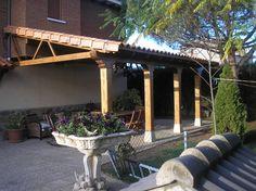 Porche a un agua finalizado. Ahora si que se ha convertido en el mejor lugar dónde pasar muchas horas en el jardín.  Contacta con nosotros para construir el tuyo en www.edanpergolas.com