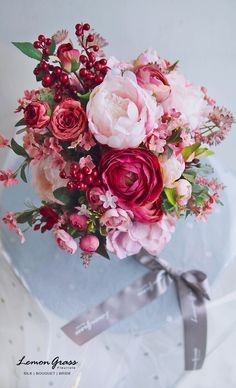 such a pretty bouquet Small Flower Gardens, Small Flowers, Beautiful Flowers, Bridal Flowers, Flower Bouquet Wedding, Floral Wedding, Pink Bouquet, Deco Floral, Arte Floral
