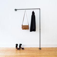 Flurgarderobe · Industrial Design · Industriedesign · Hallway Wardrobe · Flur · Garderobe · Loft Wardrobe · Jackenhalter · Mantelhalter · Ladeneinrichtung · Ladenausstattung · Stahlrohr · Temperguss · Möbelbau · DIY · Möbel · Interior Design · Garderobenhaken · Offene Garderobe