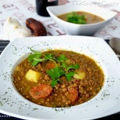 Spanish lentil soup recipe with chorizo! Get this traditional winter stew recipe from Spain - Spanish food recipe. Lentejas con chorizo a la española. Lentil Soup Recipes, Spanish Dishes, Spanish Food, Spanish Recipes, Spanish Cuisine, Spanish Tapas, Spanish Stew, Learn Spanish, Gastronomia