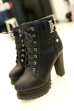 Love these black boots .... great platform look.