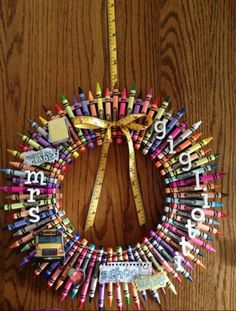 Make A Personalized Crayon Wreath #christmas  #craft