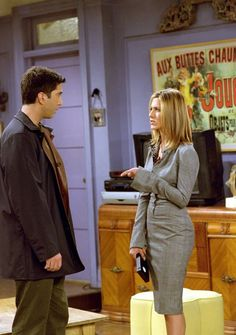 """The fashion choices of Jennifer Aniston's character Rachel Green on """"Friends"""" has influenced your current wardrobe in ways you don't even realize. Estilo Rachel Green, Rachel Green Outfits, Friends Rachel Outfits, Rachel Green Style, Rachel Green Friends, Friend Outfits, Friends Tv Show, Friends Mode, Ross Friends"""