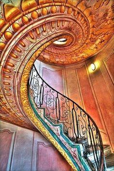 Spiral staircase, Mahabat Maqbara, India
