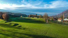 Le #Golf du lac d'Annecy est situé au coeur d'une magnifique réserve naturelle offrant aux joueurs de magnifiques points de vue sur le lac et les montagnes.