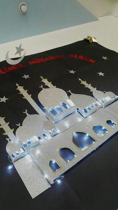 Mosque with lights. Eid Mubarak crafts Diy Eid Decorations, Graduation Decorations, School Decorations, Eid Mubarek, Islamic Celebrations, Arabian Party, Happy Eid Mubarak, Eid Crafts, Ramadan Activities