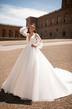 Classy is the New Skimpy: 20 Elegant Long Sleeve Wedding Dress Designs - A long sleeve wedding dress can be both classical and contemporary. A well-fitting choice for your dream wedding, here are some finest designs to start! Classy Wedding Dress, Fancy Wedding Dresses, Wedding Dress Trends, Princess Wedding Dresses, Designer Wedding Dresses, Bridal Dresses, White Wedding Gowns, Ivory Wedding, Wedding Bouquets