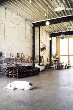 I would love this Loft to paint in