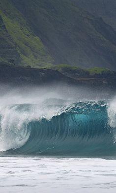 New Wonderful Photos: Breaking Wave Molokai