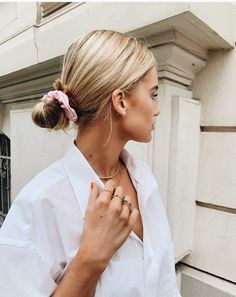 64 Adorable Short Hair Updos That Are Supremely Easy To Copy Ecemella Low Bun Hairstyle Short Hair Updo, Low Bun Hairstyles, Formal Hairstyles, Straight Hairstyles, Wedding Hairstyles, Short Hair Styles, Hairstyle Men, Style Hairstyle, Hairstyles 2018