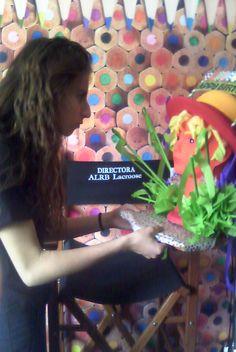 Con la finalidad de que las alumnas manifestaran sentimientos positivos hacia sus compañeras realizaron diversos trabajos que compartieron en el onomástico de cada una al tiempo que expresaban los sentimientos  plasmados en la obra que regalaron. La originalidad y creatividad se puso de manifiesto, así como el empleo de materiales diversos en distintas formas.