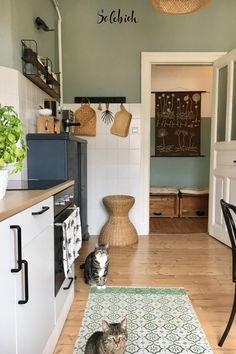 Green Kitchen, New Kitchen, Kitchen Interior, Kitchen Decor, Küchen Design, House Design, Romantic Home Decor, Interior Styling, Home Kitchens