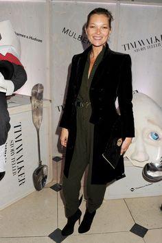 La combipantalon kaki de Kate Moss http://www.vogue.fr/mode/look-du-jour/articles/la-combipantalon-kaki-de-kate-moss/16323