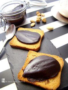 crema di nocciole al cioccolato fondente