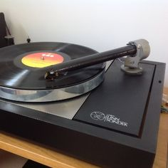 Andrew's Linn with Wand Tonearm and AT 09 cartridge. The Wand replacing an Ittok after direct comparison. Building Design, Turntable, Wands, Diy, Record Player, Bricolage, Walls, Do It Yourself, Homemade