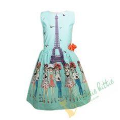 Stylisches ärmelloses Kinderkleid mit einem Muster aus einigen schönen Damen in Paris vorm Eiffelturm . Dekoriert mit einem schönen roten Band . Das Kleid schließt mit einem Reißverschluss, der unterhalb der Taille endet. Der Rock ist gefüttert und mit Tüll überzogen, um mehr Volumen zu schaffen. Geeignet für alle formellen und festlichen Anlässe, Geburtstagsfeiern, oder Kinderfeiern im Sommer. Elegant, Victorian, Paris, Summer Dresses, Rock, Band, Fashion, Quotes For Girls, Happy Birthday Parties