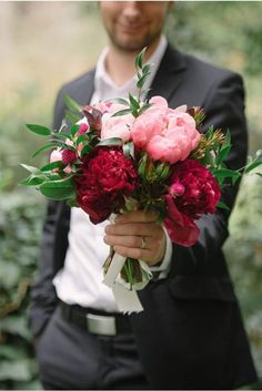 26 Beautiful Valentine Wedding Bouquets Ideas - Fashion and Wedding Flowers For You, Love Flowers, My Flower, Beautiful Flowers, Wedding Bouquets, Wedding Flowers, Summer Wedding, Wedding Day, Wedding Poses