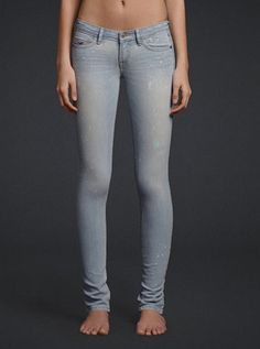 Hollister is the fantasy of Southern California, with clothing that's effortlessly cool and totally accessible. Shop jeans, t-shirts, dresses, jackets and more. Pretty Outfits, Cute Outfits, Stylish Jeans, Cute Pants, Jeans Pants, Shorts, Hollister Jeans, School Fashion, Girls Jeans