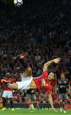 Manchester United's Swedish striker Zlatan Ibrahimovic fails to score with this… I Love Manchester, Manchester United Football, Ibrahimovic Wallpapers, Bicycle Kick, Sir Alex Ferguson, Premier League Champions, English Premier League, Man United, Poses