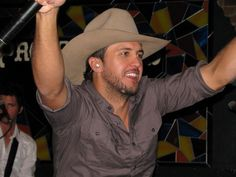 Luke in a cowboy hat ! love the cowboy hat it looks good i love you luke! Country Artists, Country Singers, Country Music, Country Men, Country Girls, Luke Bryan Tickets, Shake It For Me, Bae, Hey Good Lookin