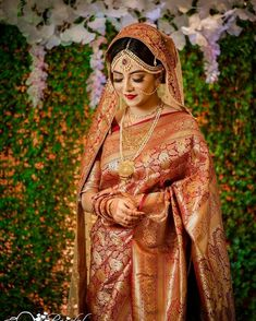Red Saree Wedding, Indian Wedding Bride, Wedding Girl, Bengali Wedding, Wedding Dress, Desi Wedding, Wedding Attire, Indian Bridal Photos, Indian Bridal Outfits