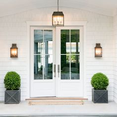 BECKI OWENS- Spring Curb Appeal: Painted Front Doors + Paint Guide Painting your front door is a quick and inexpensive way to change the look and feel of your exterior. Check out these beautiful door ideas + paint guide. Front Porch Plants, Outside Lights On House, Outside Porch Lights, Front Porches, Painted Front Doors, Front French Doors, Colonial Front Door, Double French Doors, French Doors Patio