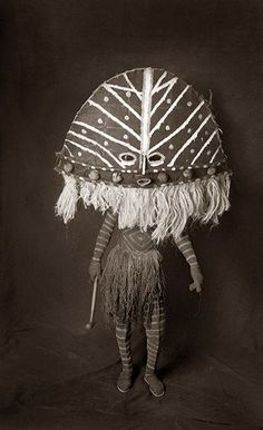 Mask and costume from the Chokwe of Zambia. Photo by French-born Zambia-based photographer Francois d'Elbee via the photographer's site Cultures Du Monde, World Cultures, Arte Tribal, Tribal Art, Living Puppets, Afrique Art, Art Premier, Masks Art, Arte Popular