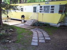 See a great vintage mobile home restoration of a 1955 Smoker Aristocrat! Complete with original walls, checkerboard flooring, and age appropriate furnishings. Vintage Trailers For Sale, Retro Trailers, Vintage Rv, Retro Campers, Vintage Travel Trailers, Look Vintage, Camper Trailers, Vintage Campers, Vintage Caravans