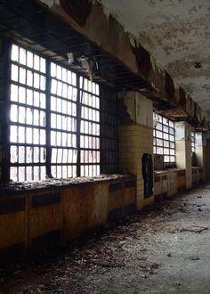 Ward Windows - Photo of the Abandoned Philadelphia State Hospital (Byberry) Abandoned Churches, Abandoned Asylums, Abandoned Places, Mental Asylum, Insane Asylum, Haunted Places, Haunted Houses, Viking House, Abandoned Hospital