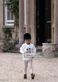 July 1986 ~ Prince William is wearing his riding gear at his home Highgrove in Gloucestershire, England. He is wearing jodhpurs, a sweatshirt, and of course, his riding hat. ~ Photo by Getty Images Baby Prince, Young Prince, Prince And Princess, Princess Of Wales, Prince Harry, Cambridge, Prince Charles And Diana, Prinz William, Princess Diana Family