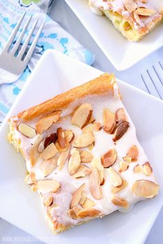 A slice of Danish Puff, and Almond Kringle, topped with a sweet glaze and slice almonds. No Cook Desserts, Just Desserts, Delicious Desserts, Health Desserts, Puff Pastry Recipes, Cookie Recipes, Dessert Recipes, Breakfast Pastries, Breakfast Dishes