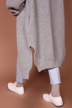 The long cardigan Knit Fashion, Fashion Looks, Womens Fashion, Fashion Trends, Trendy Outfits, Cute Outfits, Socks Outfit, Loose Fit Jeans, Minimal Outfit