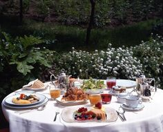 Lovely table setting in the garden at the Hotel de Russie, Italy