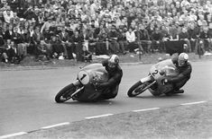 PHOTOS de COURSES 1950 / 1960 – Le Blog de François Fernandez Motorcycle Men, Racing Motorcycles, Manx, Bugatti, Bmw, Sports Photos, Road Racing, Courses, Old Things