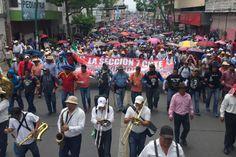Maestros de Chiapas paran labores y realizan plantón en Chiapas